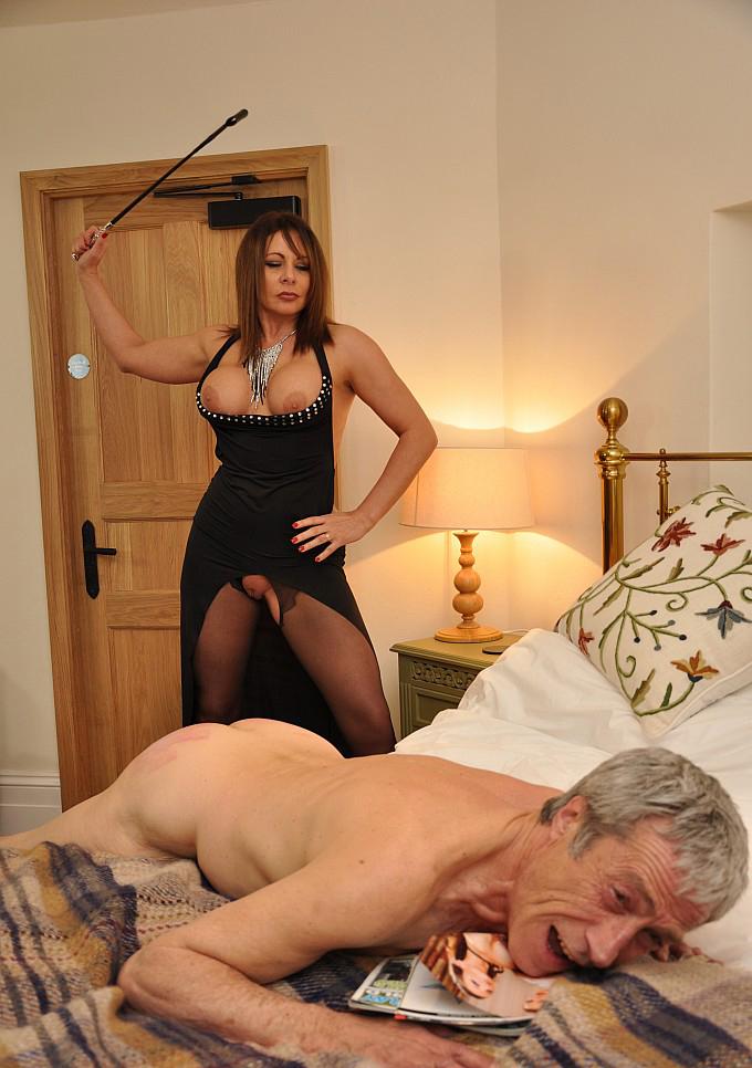Русская зрелая проститутка выебала на кровати застенчивого ...